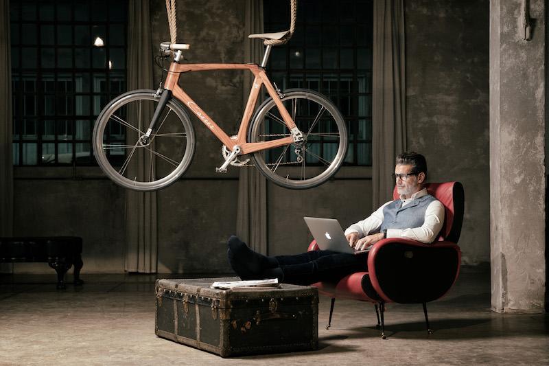 bicicletta in legno di lusso